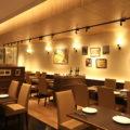 リピート率に椅子が影響!?飲食店デザイン研究所が100脚座って厳選された家具